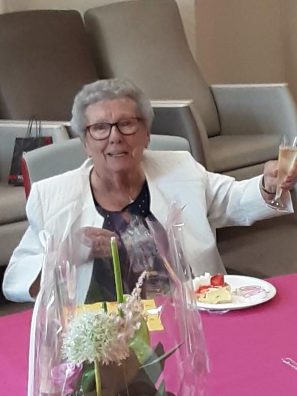 On n' a pas tous les jours 100 ans Joyeux anniversaire                           Mme GUILLEMET Germaine