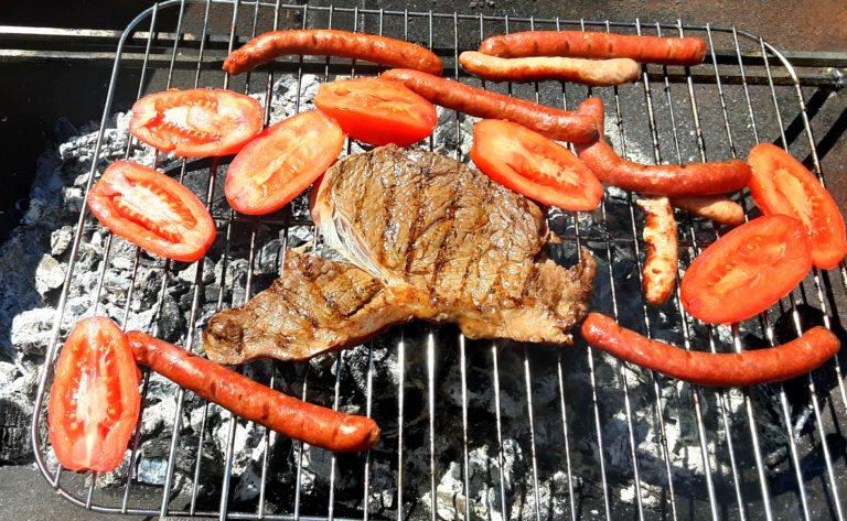 Du plaisir et du partage autour d'un bon barbecue, aux Oréades !
